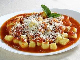 Nhoque de batata e ricota com molho de tomate